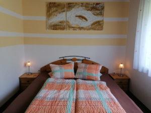 FeWo-Orange-Schlafzimmer