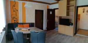 FeWo-Orange-Wohn-Esszimmer